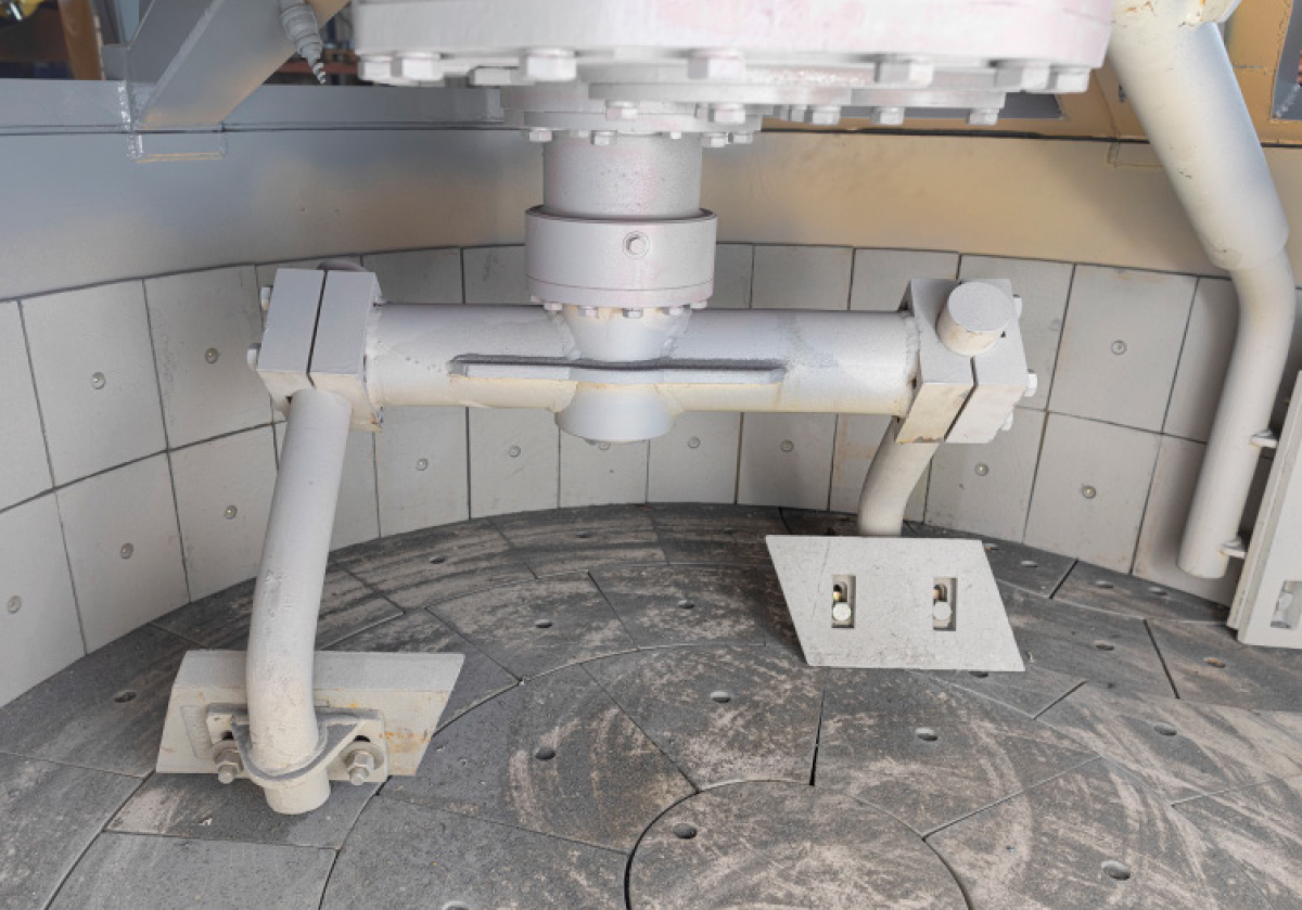 Planetary mixer with wear tiles